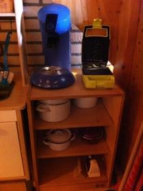 Van alle gemakken voorzien: apparaten voor koffie en tosti's.